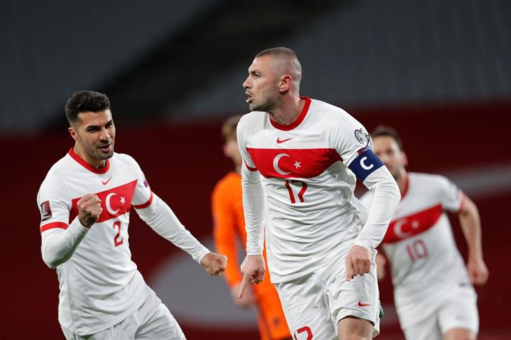 مدرب تركيا فخور بخوض افتتاح يورو