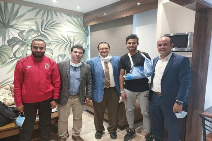 طبيب حمدي فتحي: اللاعب سيبدأ التدريبات الأربعاء.. وغير مسموح بالالتحامات