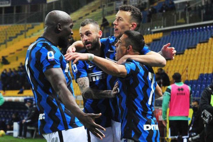 إنتر ميلان يعزز صدارة الدوري الإيطالي بفوز صعب على أتالانتا