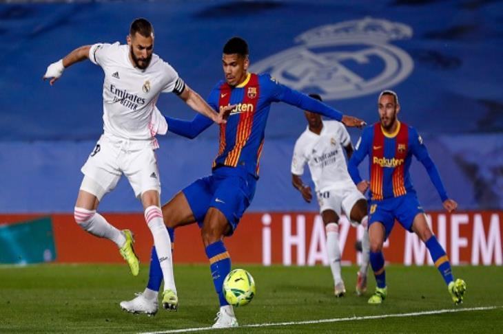 الكلاسيكو ملكي.. ريال مدريد يهزم برشلونة ويتقدم لصدارة الليجا مؤقتًا (فيديو)