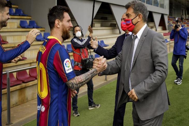 الكشف عن تفاصيل عرض لابورتا لميسي للتجديد مع برشلونة