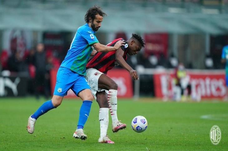 ساسولو يقلب الطاولة على ميلان في الدوري الإيطالي