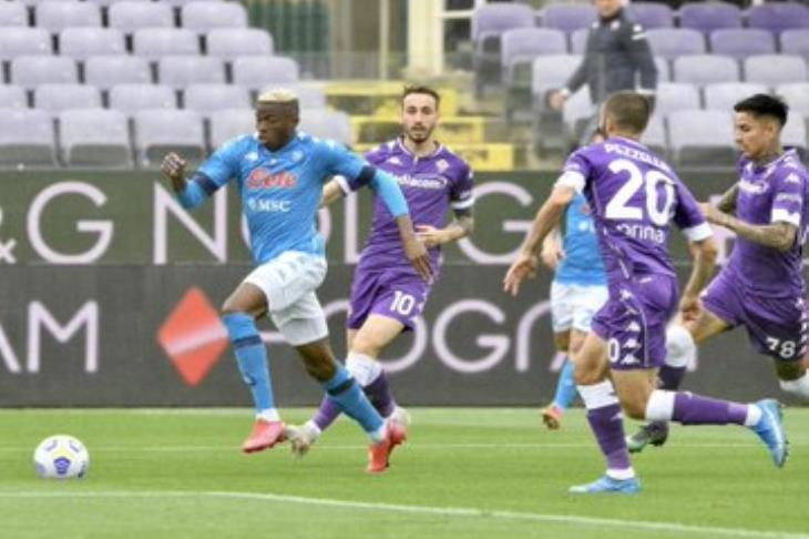 نابولي يقترب خطوة من مقعد دوري الأبطال بالفوز أمام فيورنتينا (فيديو)