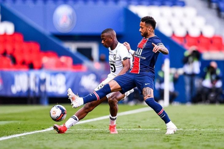 باريس يبدأ الدوري الفرنسي بانتصار على توروا