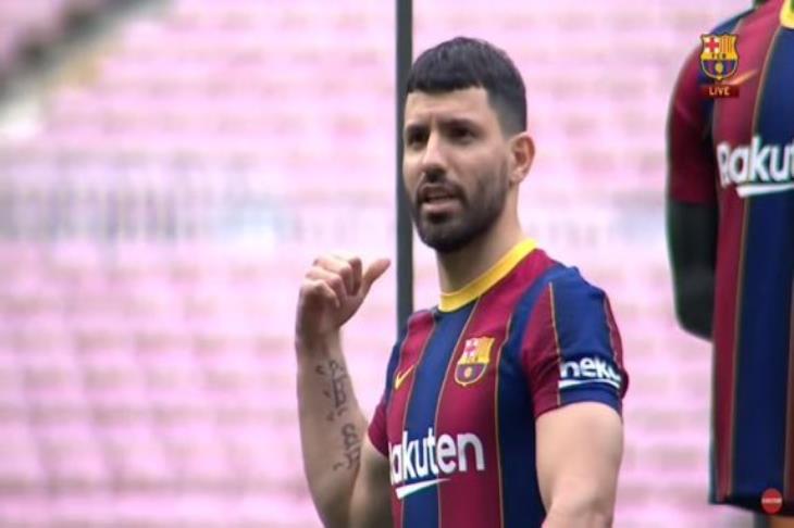 أجويرو يسجل ظهوره الأول مع برشلونة في مباراة تدريبية