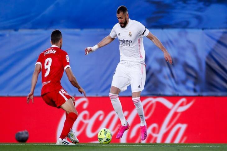 """""""يبقى الحال كما هو"""".. تعادل قاتل لريال مدريد أمام أشبيلية بالليجا (فيديو)"""