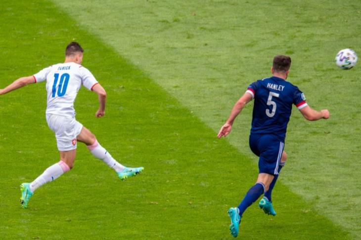 رائعة باتريك شيك من منتصف الملعب الأفضل في يورو 2020 (فيديو)