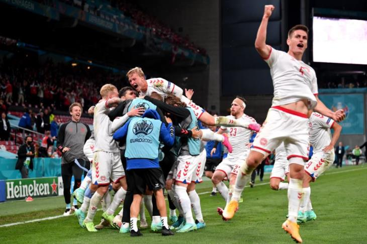 جنون في كوبنهاجن.. الدنمارك تكتسح روسيا وتتأهل بـ3 نقاط (فيديو)