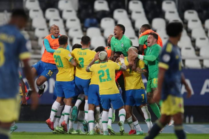 البرازيل تنتزع فوزا +100 أمام كولومبيا بعودة جدلية (فيديو)