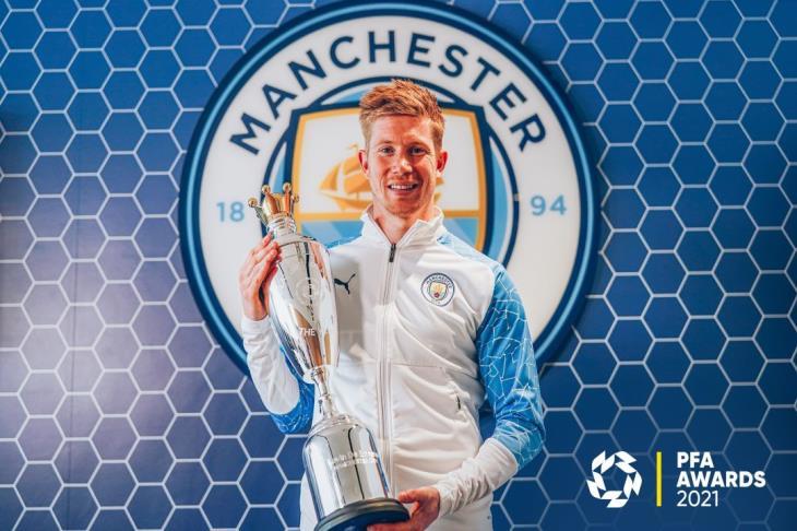 دي بروين يتوج بجائزة لاعب العام في بريميرليج من رابطة اللاعبين المحترفين