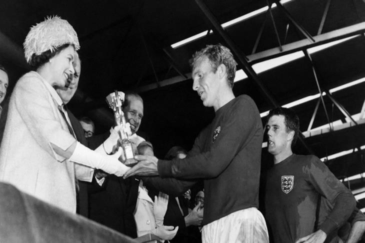 الملكة إليزابيث تستعيد ذكريات مونديال 1966 في رسالتها لمنتخب إنجلترا