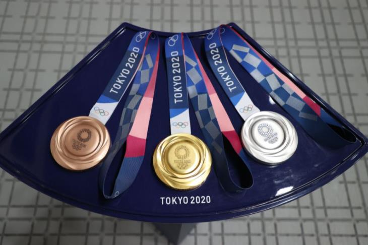 بريطانيا تحرز أول ذهبية أولمبية في الترايثلون بالتتابع للفرق المختلطة بدورة طوكيو