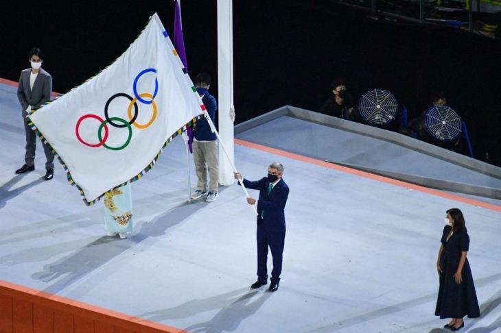 بالفيديو.. مراسم تسليم الراية الأولمبية لعمدة باريس.. وإطفاء الشعلة