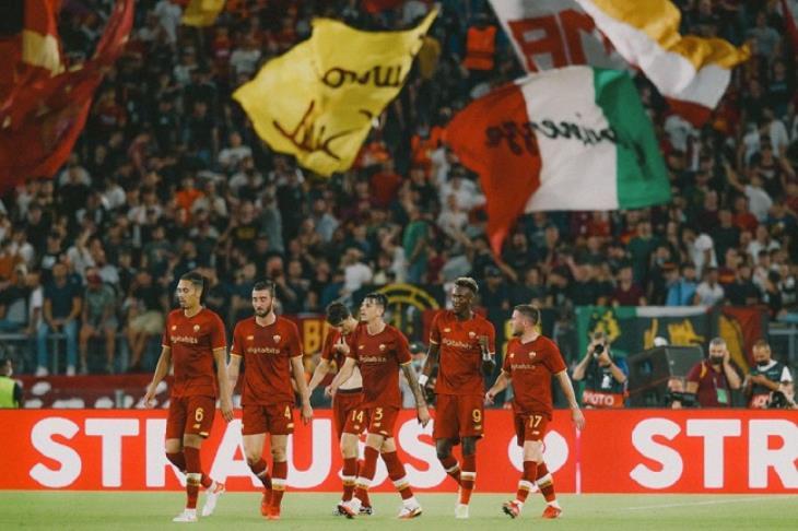 روما يكتسح سيسكا صوفيا البلغاري بخماسية في دوري المؤتمر الأوروبي