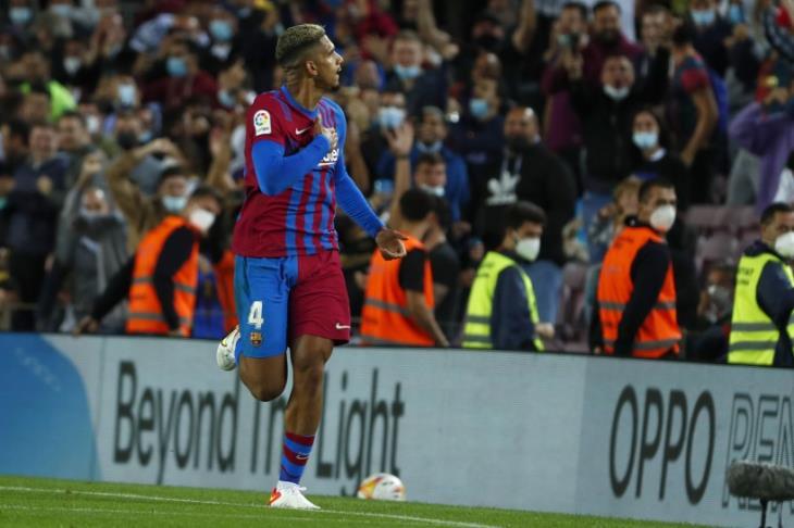 قلب أراوخو ينقذ برشلونة بتعادل صعب أمام غرناطة (فيديو)