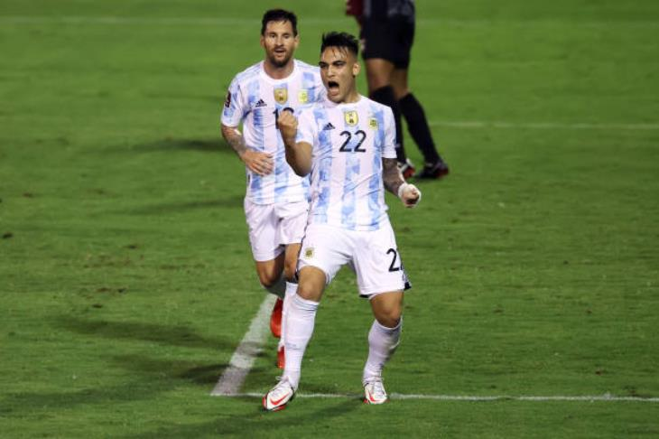 الأرجنتين تضرب فنزويلا بثلاثية في تصفيات أمريكا الجنوبية المؤهلة لكأس العالم