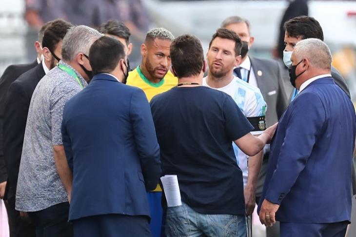 النتيجة مُعلقة.. توقف مباراة البرازيل والأرجنتين بتصفيات المونديال لأسباب صحية